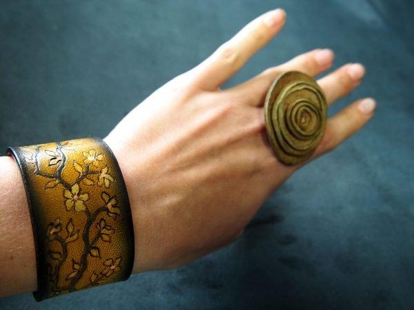 Кожаный браслет Сакура 1