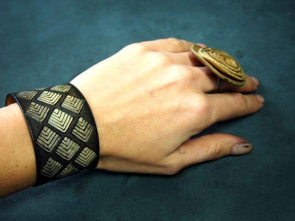 Кожаный браслет Ромбы 1