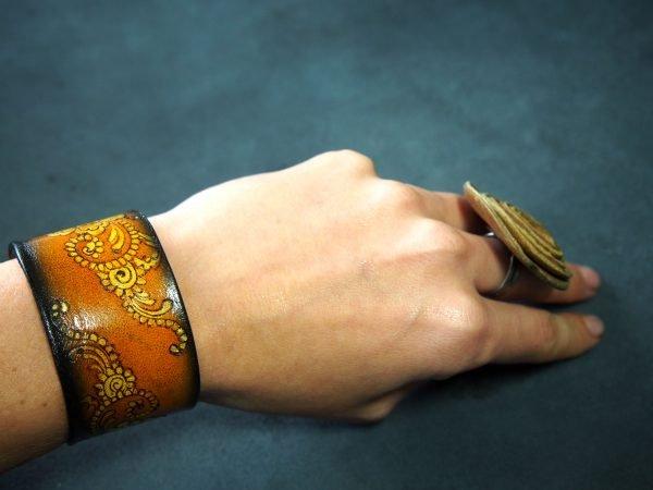Кожаный браслет Цветочный орнамент 1