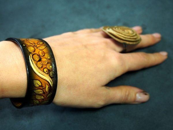 Кожаный браслет Ягоды 1