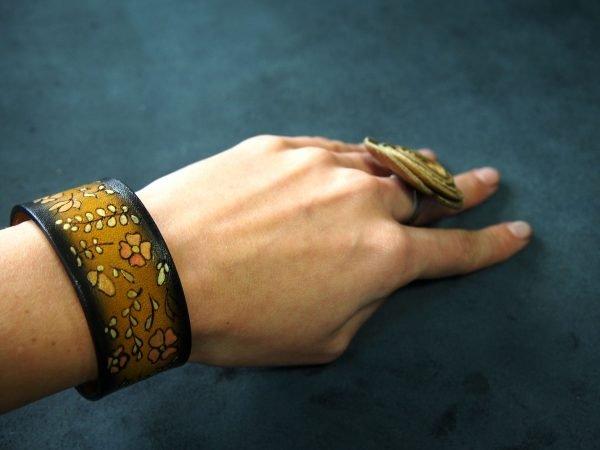 Кожаный браслет Цветочный
