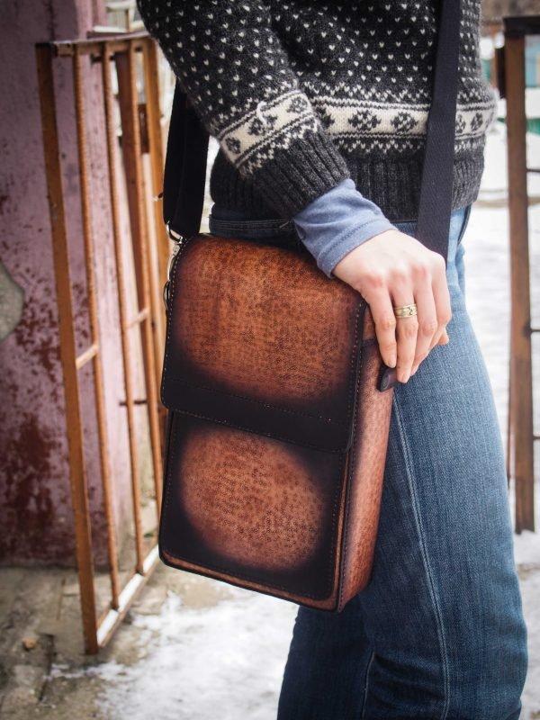 кожаная сумка через плечо изображение 3