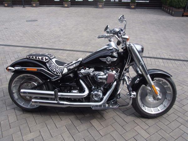 кожаное седло на Harley Davidson фото