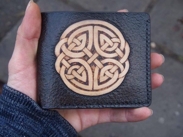 кожаный бумажник кельтский орнамент фото