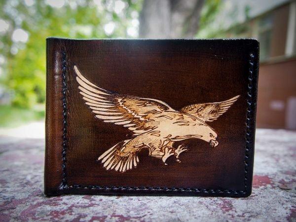 Кожаный зажим для денег Ястреб фото