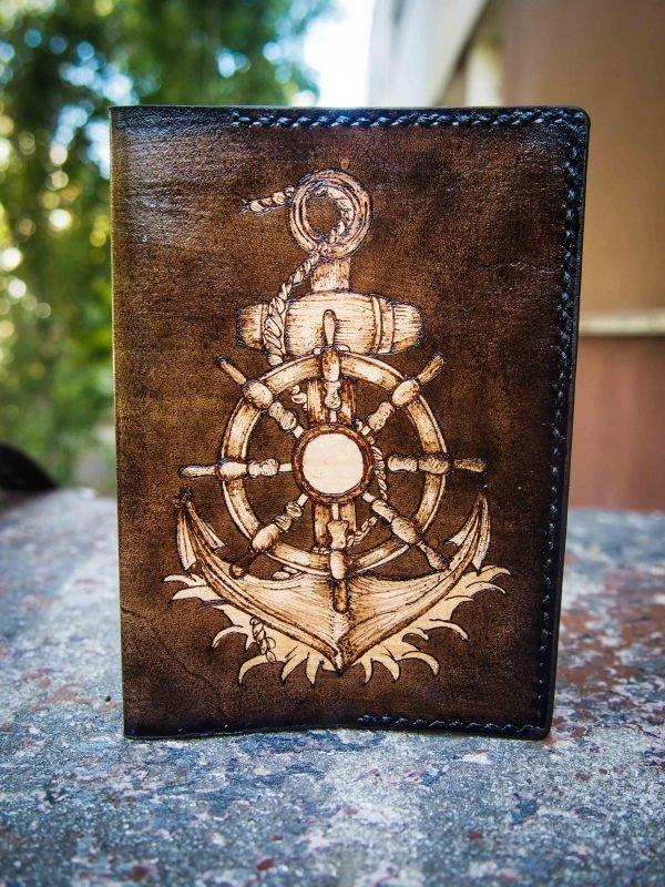 кожаная обложка на паспорт якорь и штурвал подарок моряку фото 4