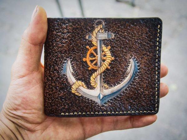 кожаный кошелек морской с якорем и штурвалом фото