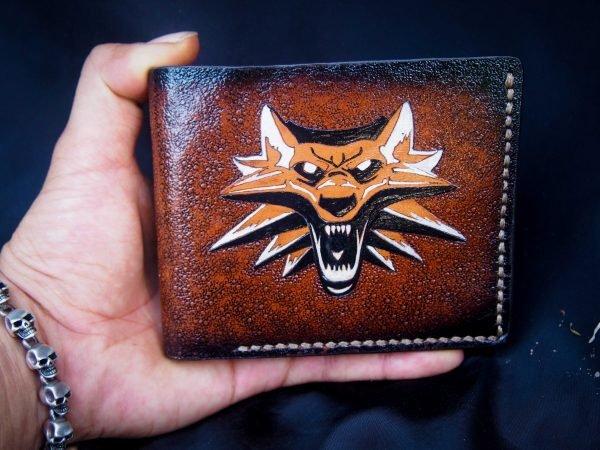 кожаный кошелек с логотипом ведьмак фото