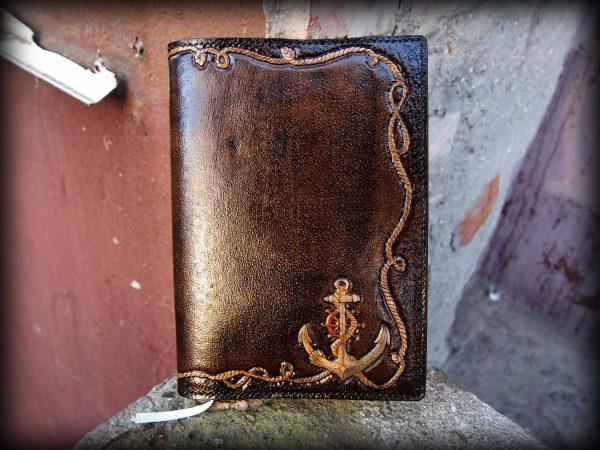 кожаный ежедневник с рисунком якоря - это отличный подарок моряку фото