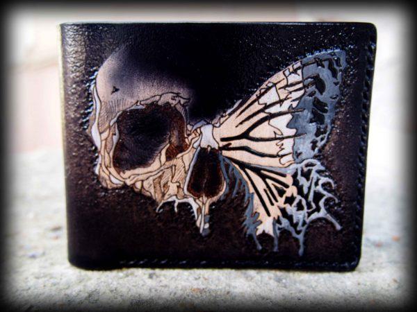 кожаный кошелек силуэт черепа и бабочки фото