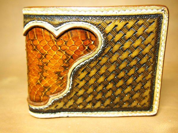 коричневый кожаный кошелек из экзотической кожи фото 8