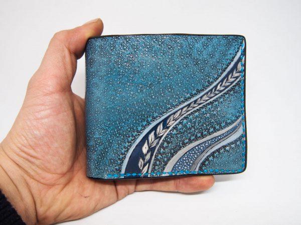 женский кожаный кошелек голубого цвета фото