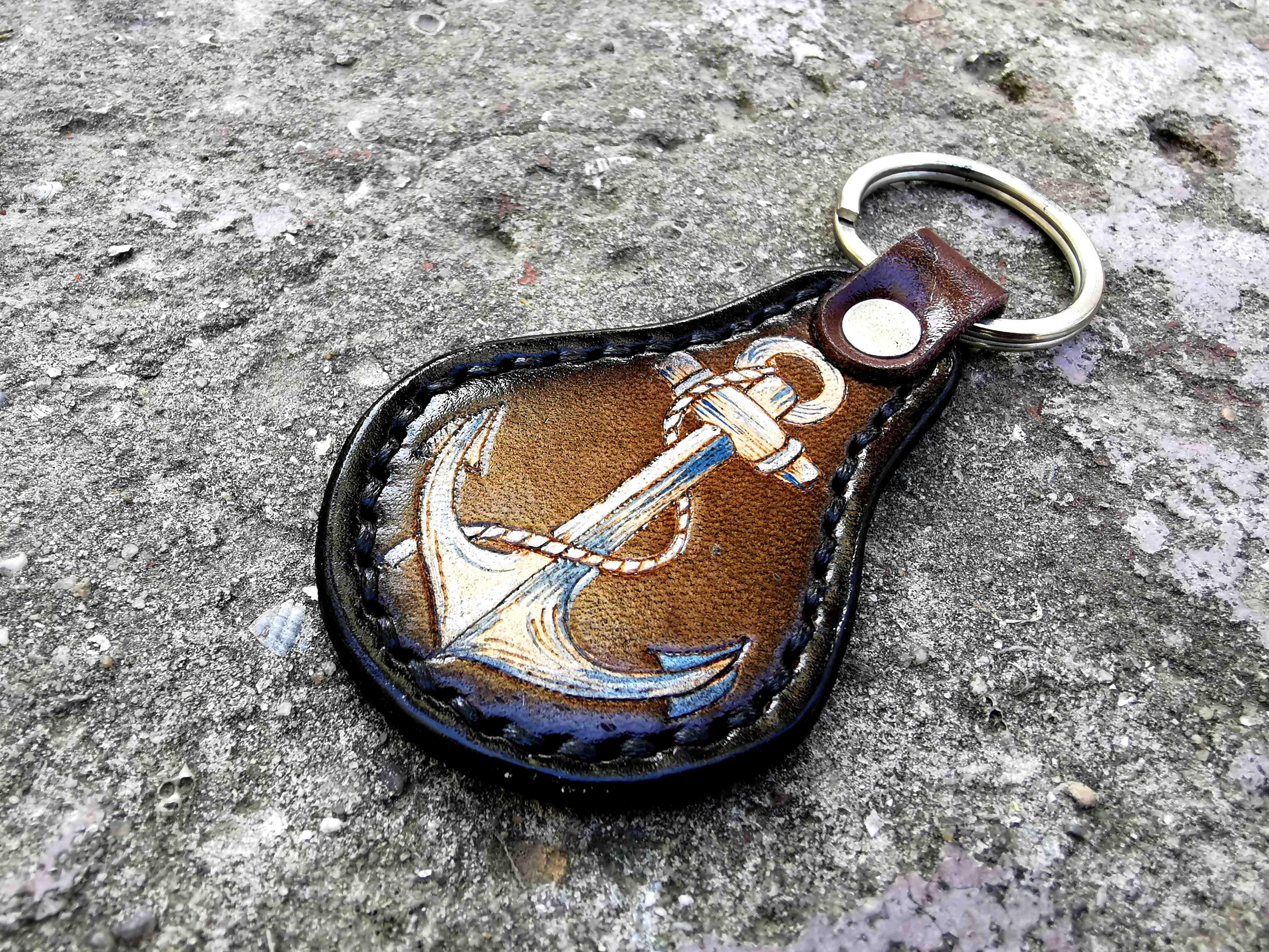 кожаный брелок с якорем фото 2