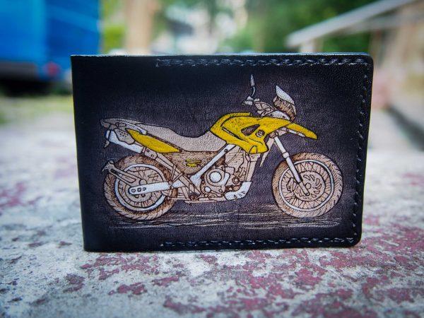 кожаная обложка на ID паспорт с мотоциклом фото