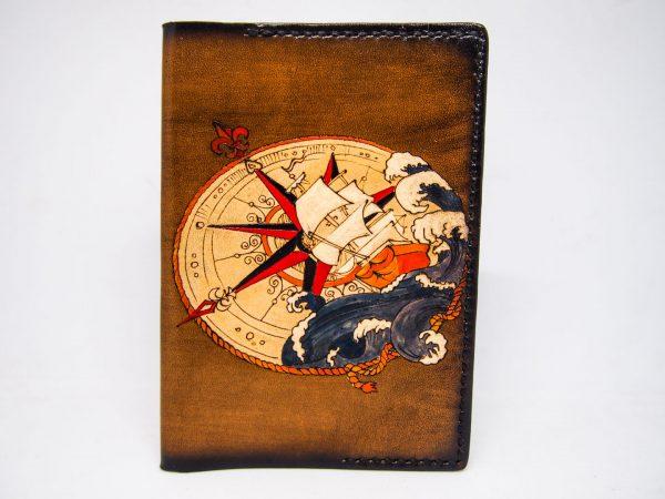 Кожаная обложка на паспорт с кораблем и компасом изображение