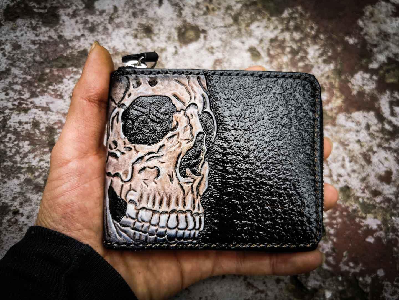 Кожаный кошелек на молнии с черепом фото