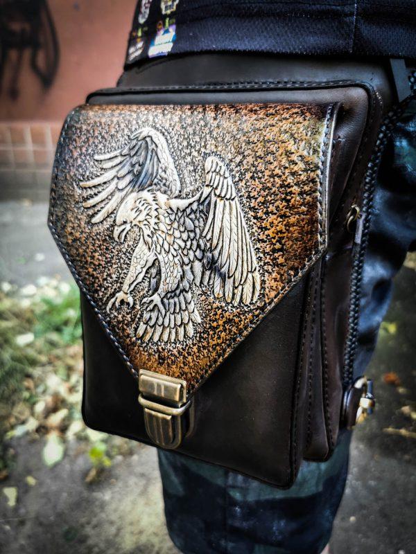 Кожаная поясная сумка мотоциклиста фото