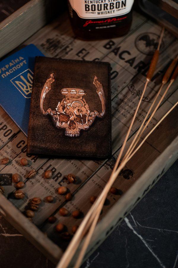 черный кожаный чехол на паспорт с черепом фото 2