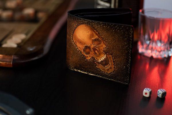 мужской кожаный кошелек коричневого цвета с черепом фото 1